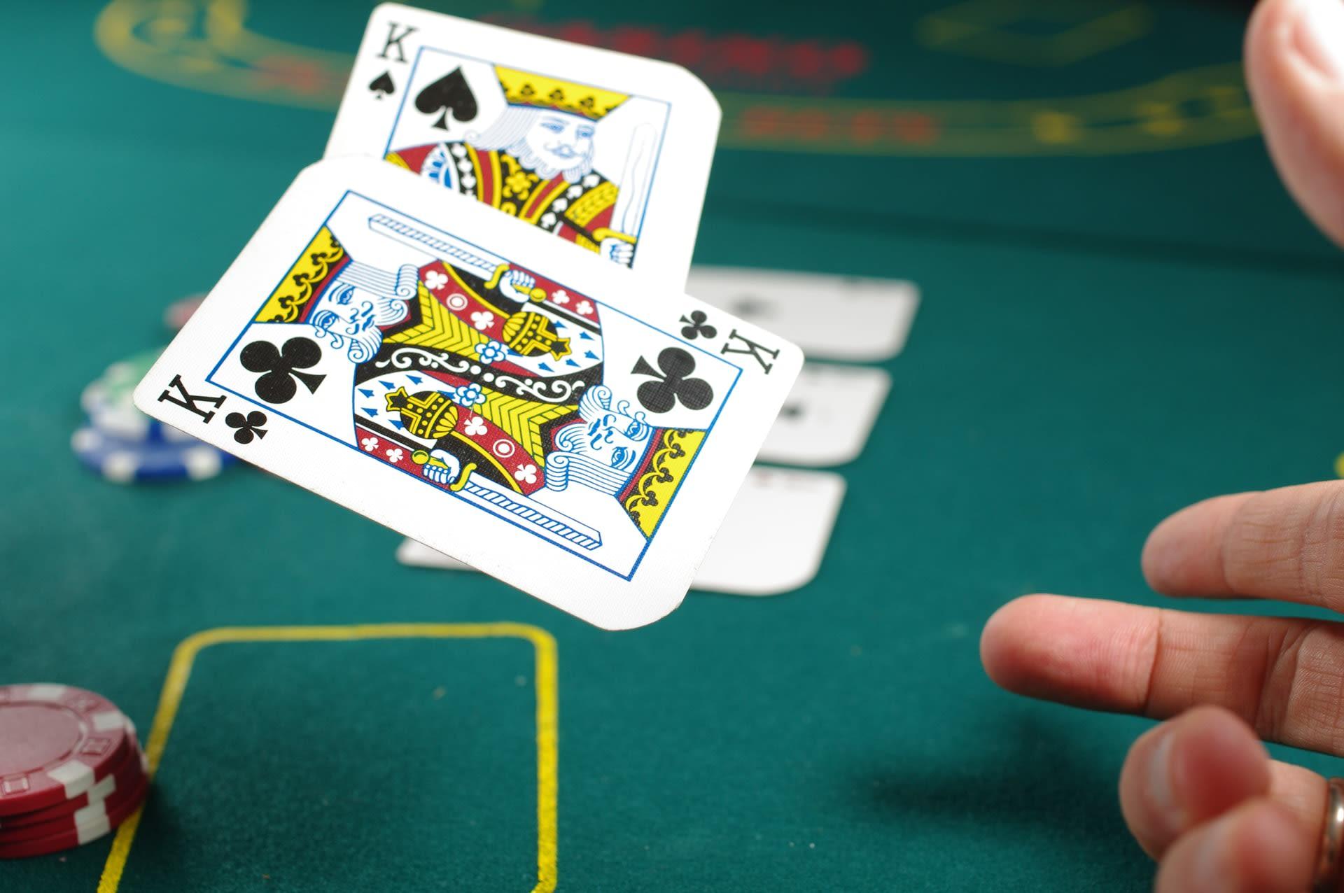 Petua mencuba dan benar untuk menang di Blackjack
